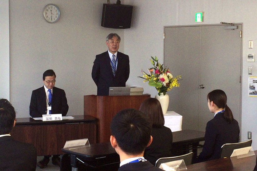 President Fujioka expressing his hopes and expectations to the new employees.