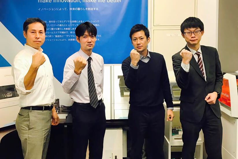 Utsumi (second from left) with Roland DG staff.