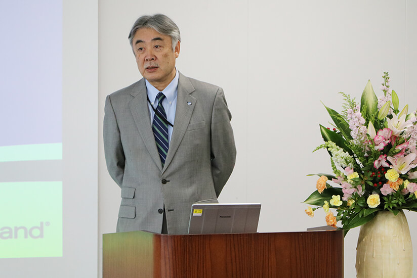 President Fujioka providing words of encouragement to the new employees.