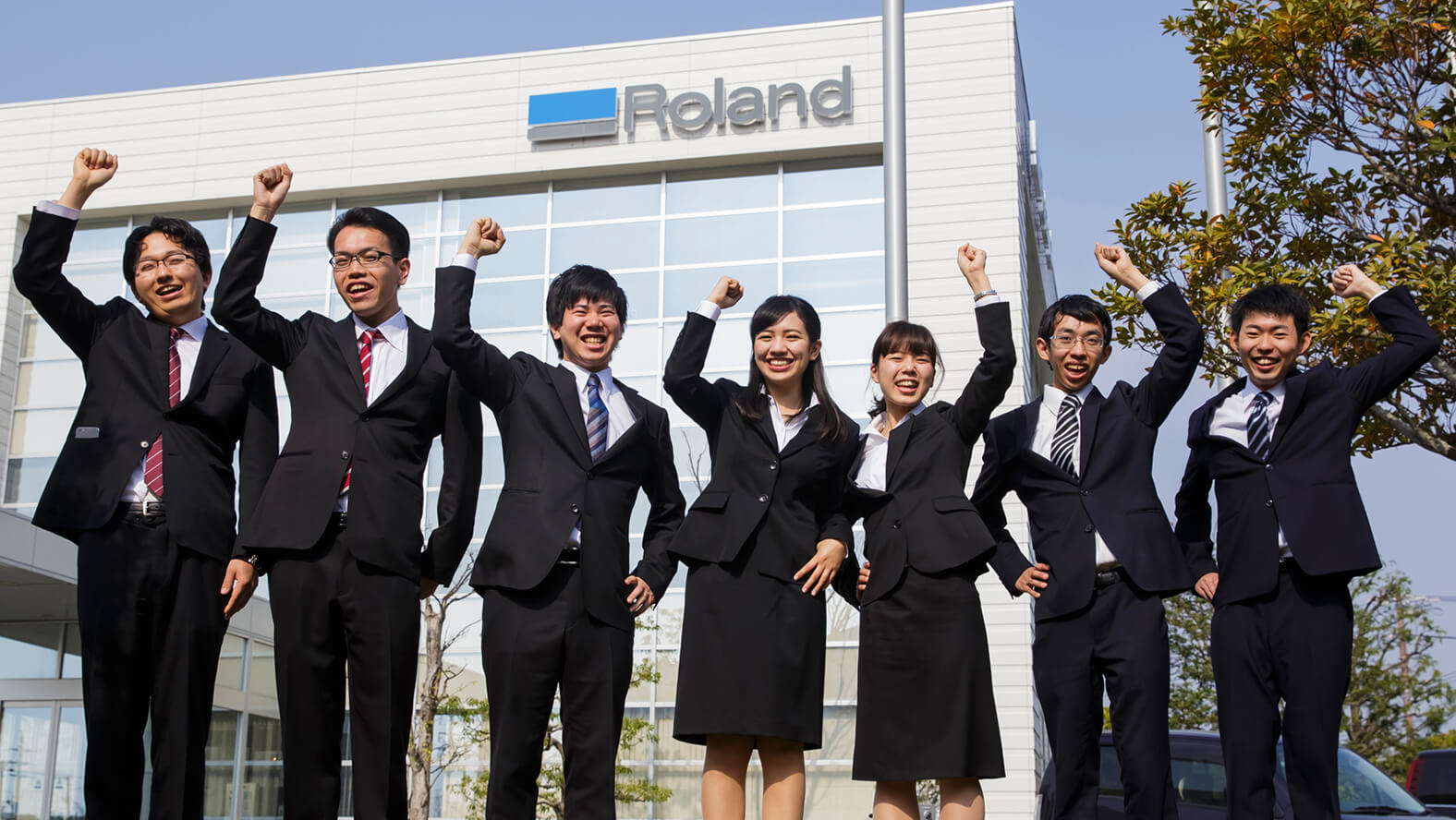Roland DG's seven new employees for FY2018