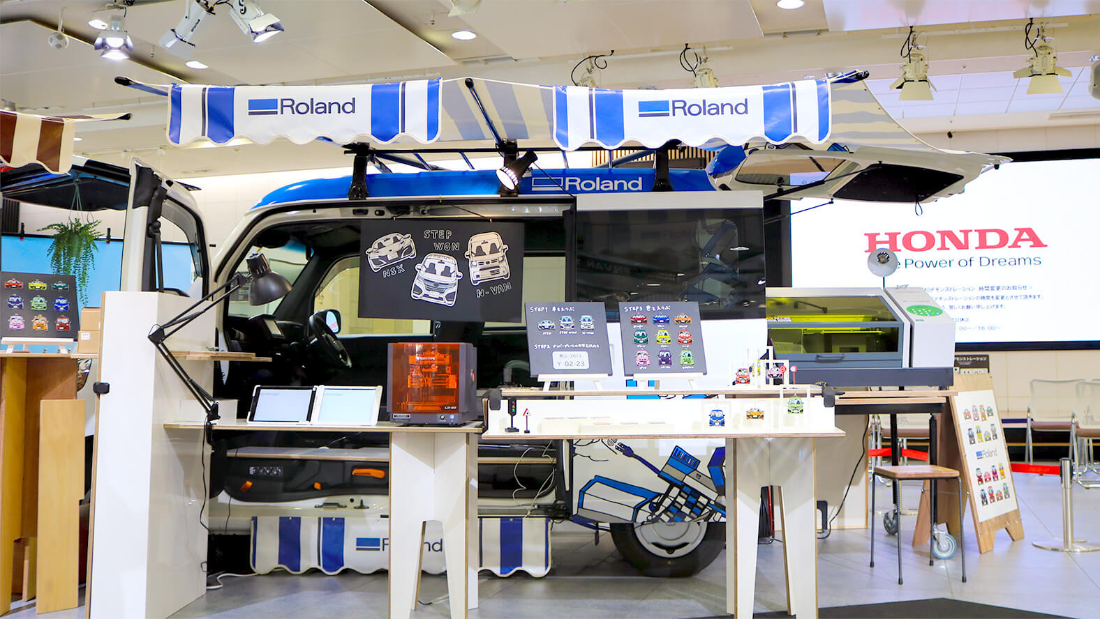 A customized Honda N-VAN minivan which gave visitors an opportunity to express their own sense of style using Roland DG's digital tools.
