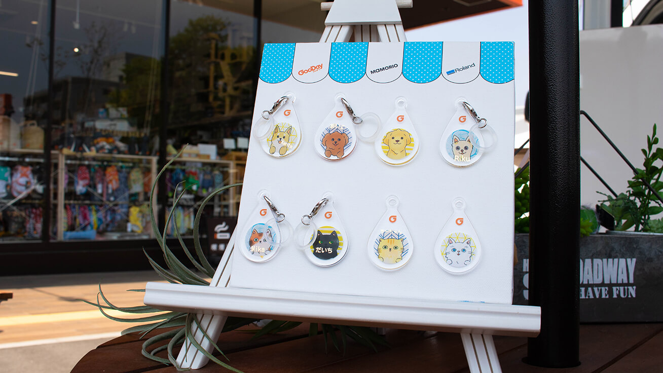 Visitors loved the selection of eight types of dog and cat illustrations for custom dog tags for umbrellas made available especially for the event.