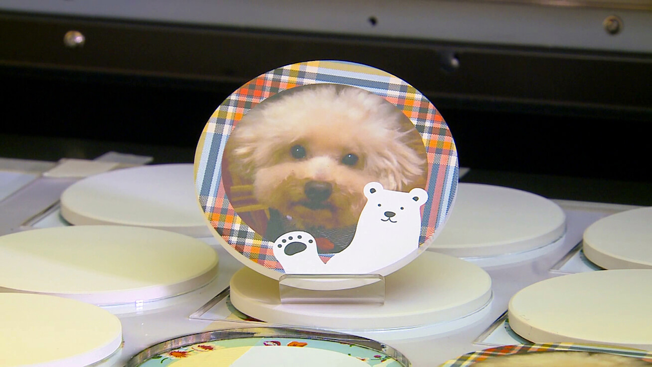 Coasters printed with pet photos were popular with visitors.