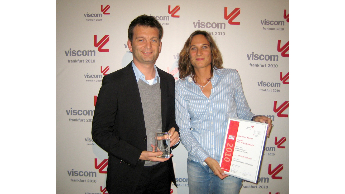 Mr. Eli Keersmaekers, CEO, and Ms. Kathrin Schwarz, Account Manager, of Roland DG Benelux at the award ceremony in Germany