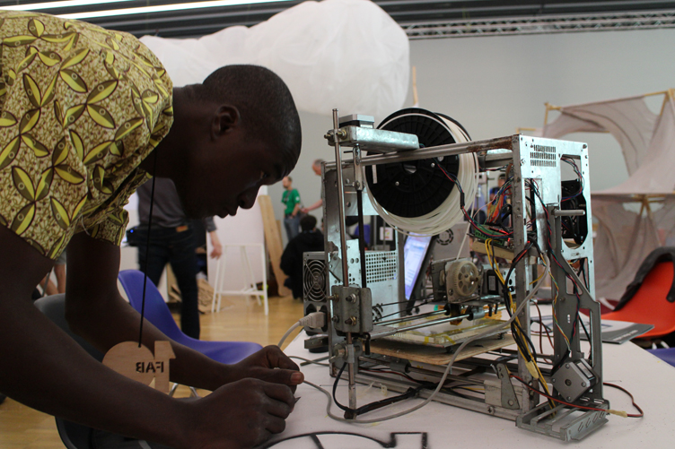 3D printer made from e-waste