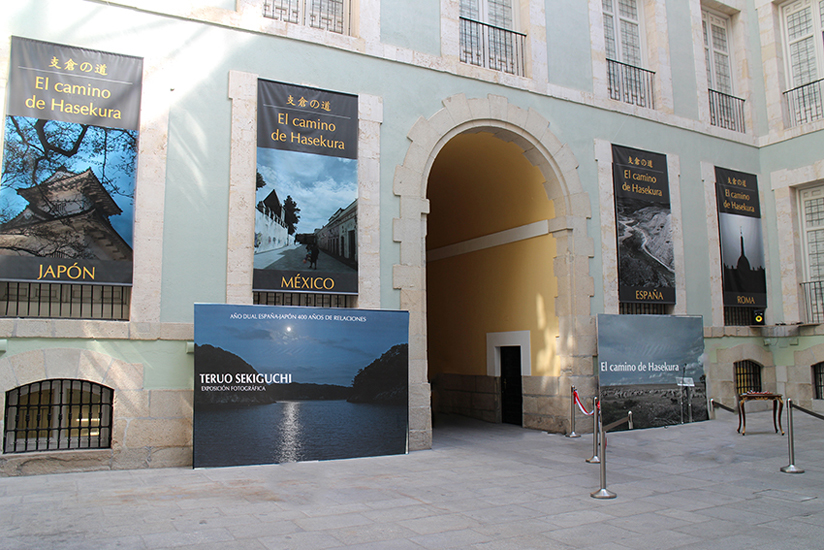 Sekiguchi's photographic work and banners on exhibit at the Bellas Artes de San Fernando
