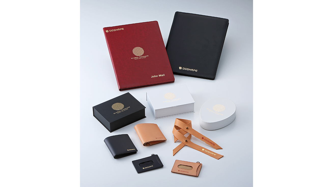 In addition to small items such as cosmetics and custom gifts, LD-300 can also handle larger objects and imprint directly on to leather
