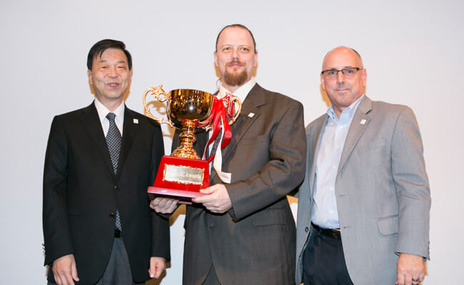 From left to right, Roland DG Chairman and President Masahiro Tomioka, The 1st place winner Mr. Terry Carpenter and Americas Service Organizer Mr. Ron Ball